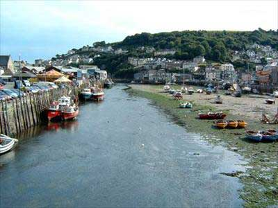 Hotels, Guest Houses and B&Bs near Looe Harbour